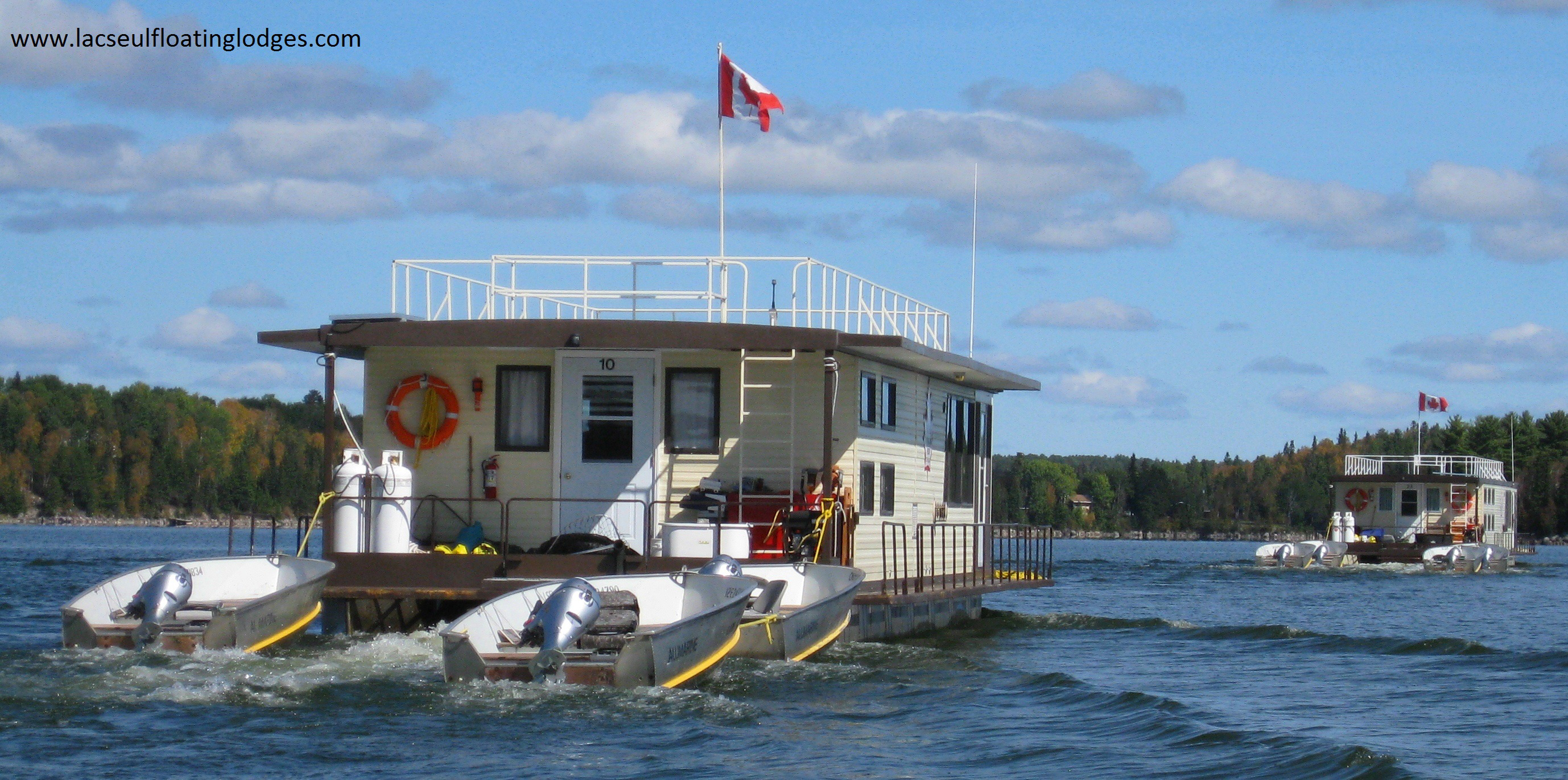 Lac seul floating lodges sunset country ontario canada for Canada fishing lodges