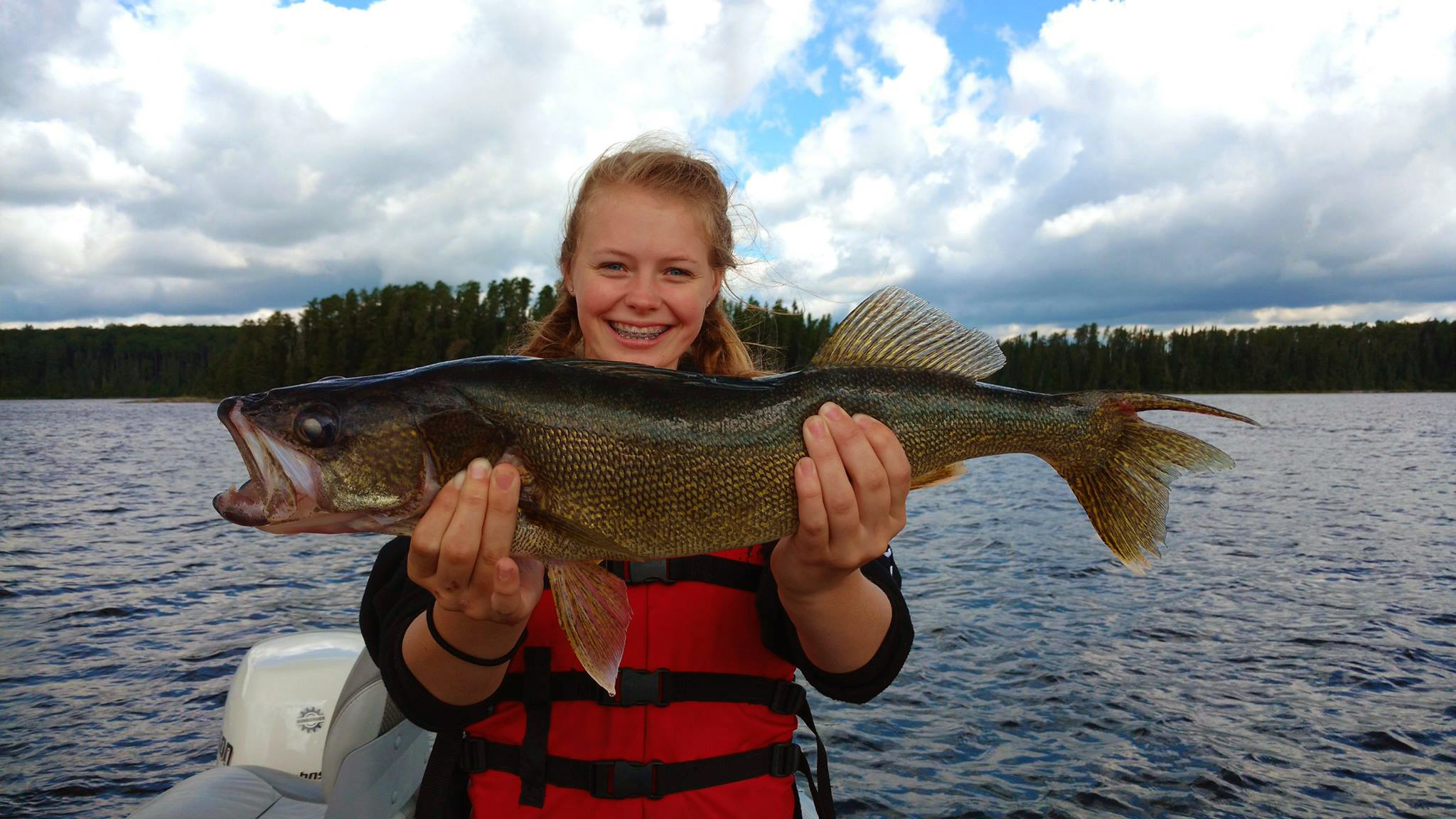 Lac seul floating lodges sunset country ontario canada for Lac seul fishing